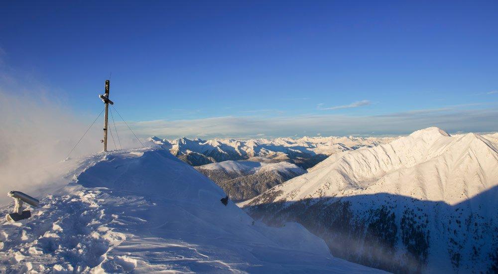 Sci alpinismo in una natura da sogno